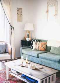 44 modern bohemian living room ideas for small apartment (9)