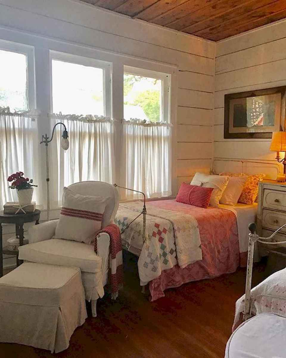 Inspiring modern farmhouse bedroom decor ideas (11)