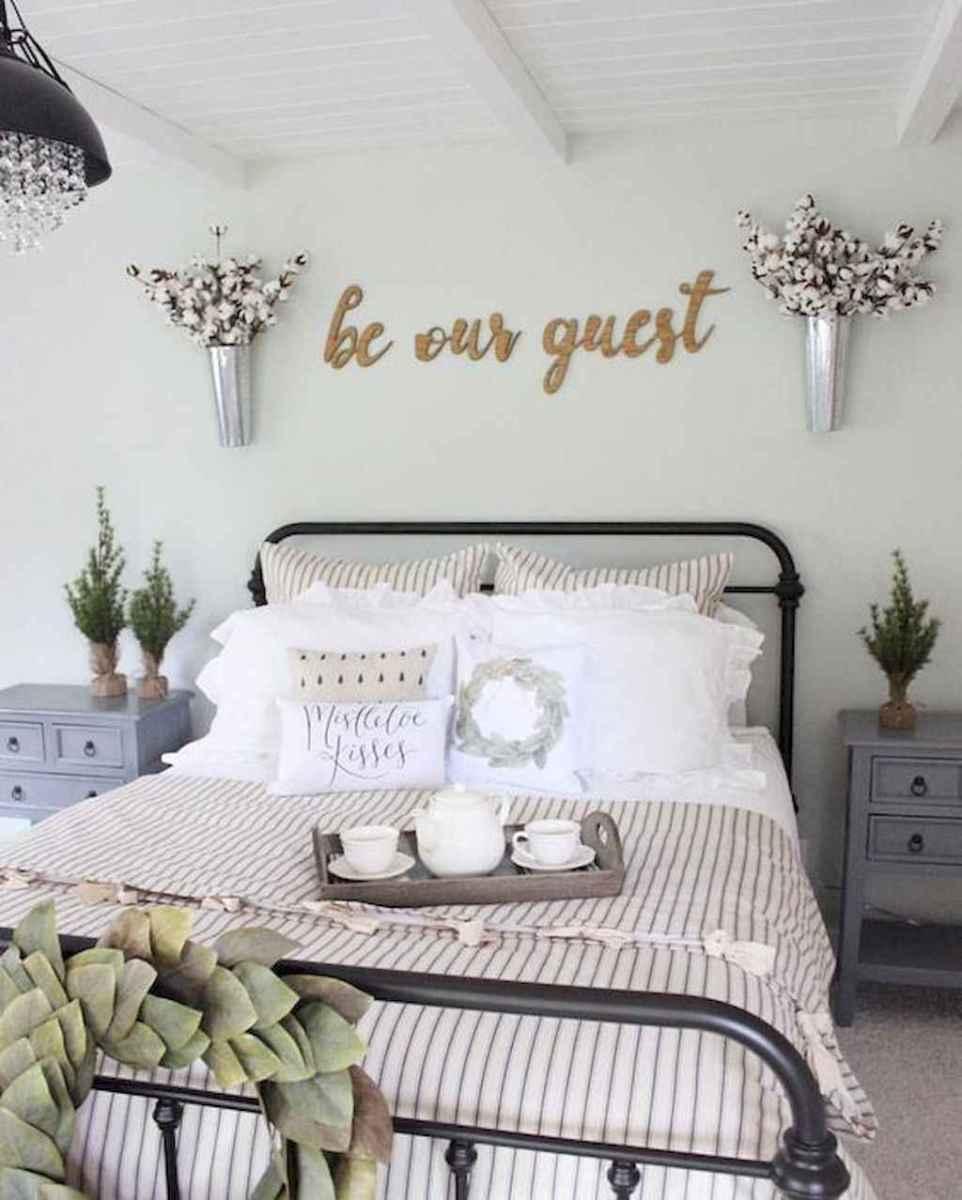 Inspiring modern farmhouse bedroom decor ideas (29)