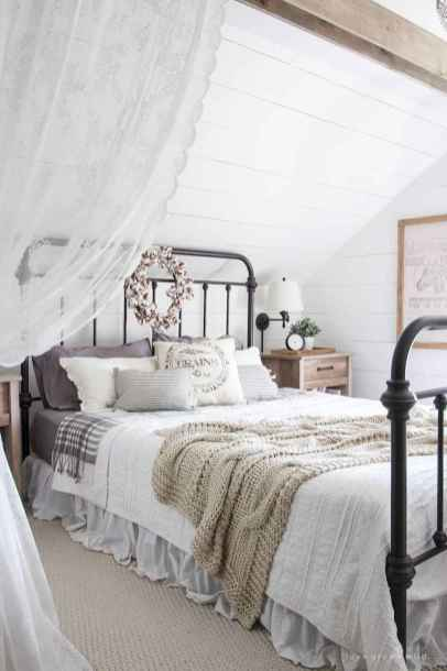 Inspiring modern farmhouse bedroom decor ideas (34)