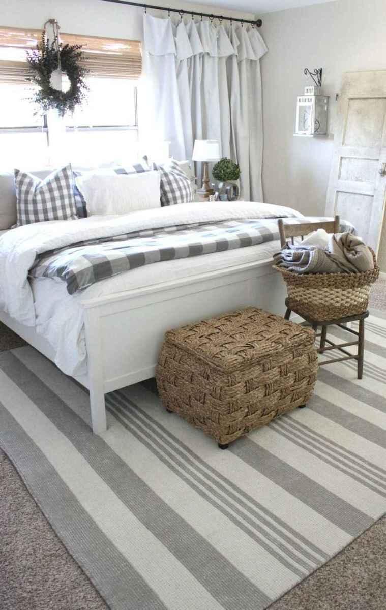 Inspiring modern farmhouse bedroom decor ideas (59)