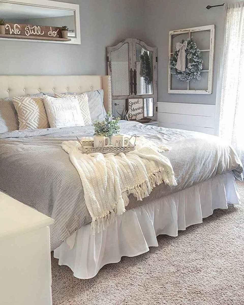 Inspiring modern farmhouse bedroom decor ideas (8)