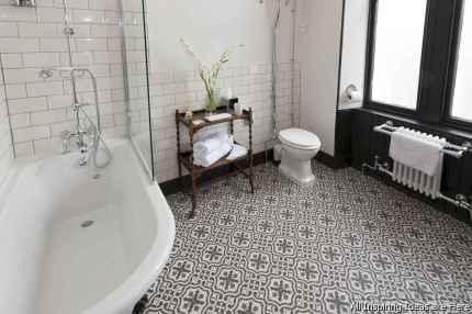Minimalist modern farmhouse small bathroom decor ideas 13