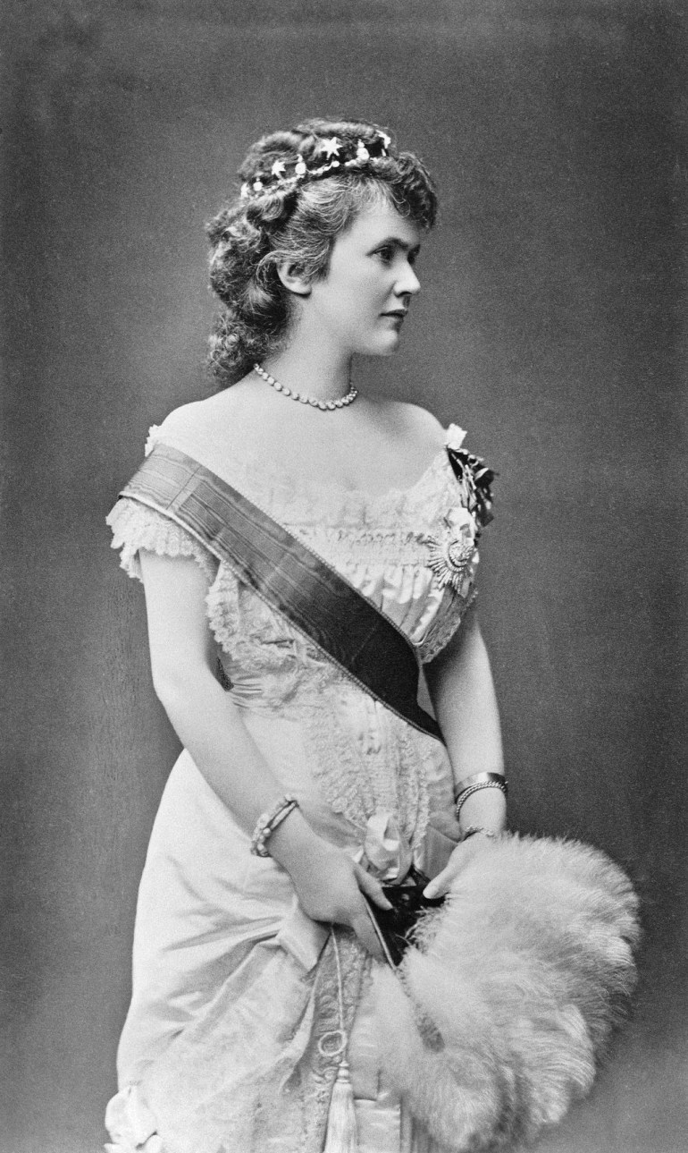 Elizabeth_Queen_of_Romania-1