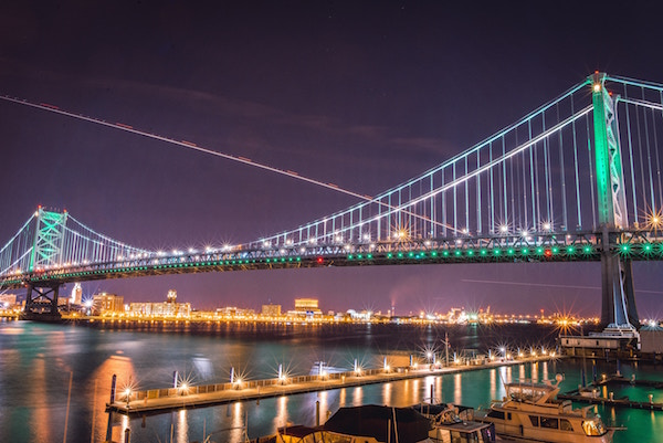 The Benjamin Franklin Bridge lit up at night.
