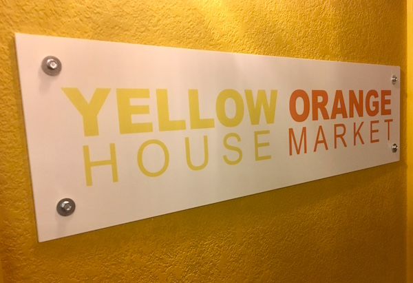 "In-game: Sign for ""Yellow House Orange Market."""