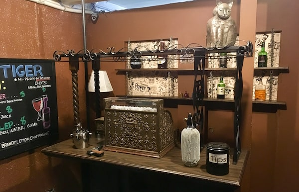 In-game: The Blind Tiger Bar with a beautifuly antique cash register.