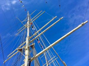 The mast of the RICK RICKMERS.