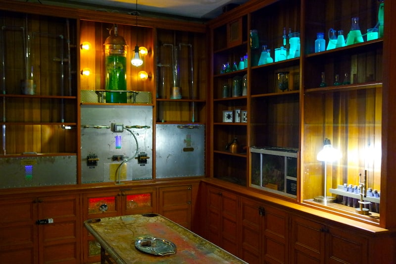 In-game: a steam-punk-ish laboratory with glowing beakers and flasks of liquid.