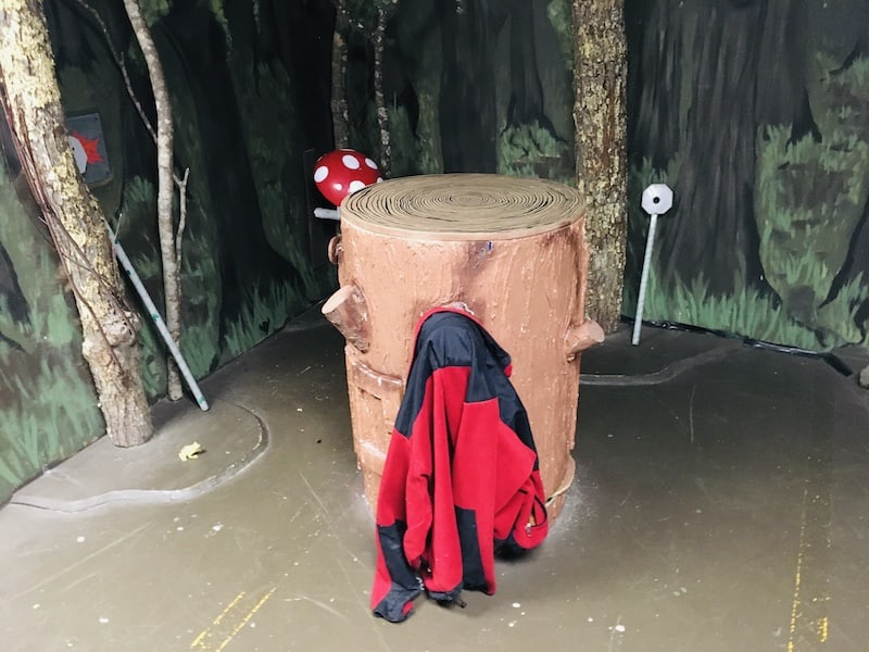 In-game: A stump with a a fleece hung on it in the middle of the woods.