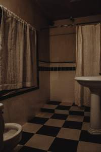 In-game: The hotel bathroom.