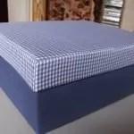 Blauwe doos met een plaid-deksel
