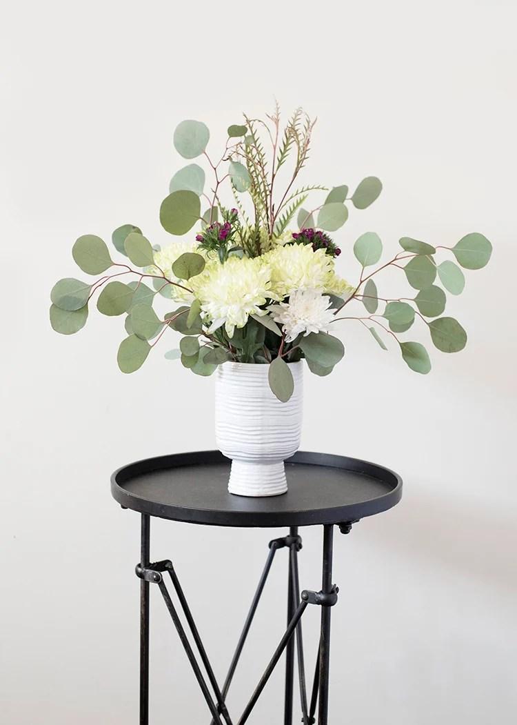 pedestal-planter-floral-arrangement