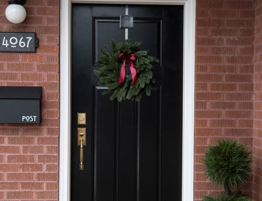 6 Ways to Style Your Front Door for the Holiday Season - roomfortuesday.com