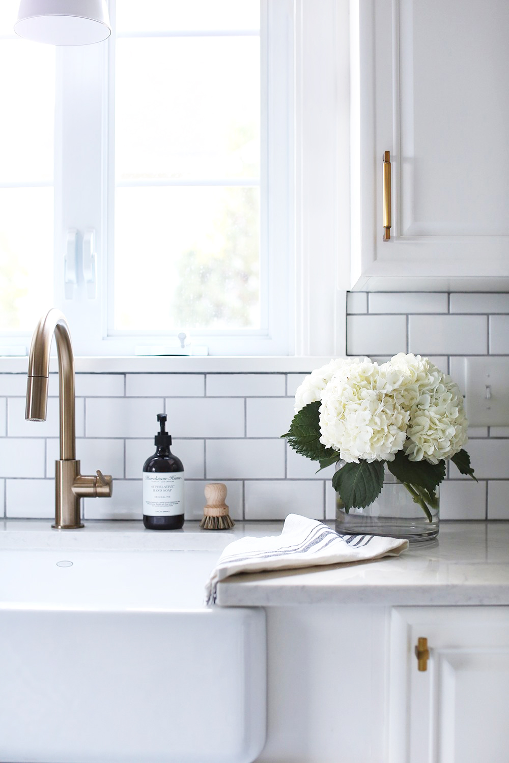 How to Choose a Kitchen Sink - roomfortuesday.com