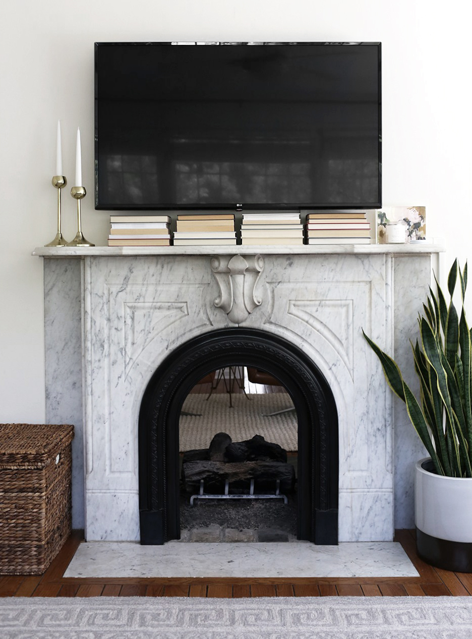 Design Discussion : TV Over the Fireplace - roomfortuesday.com