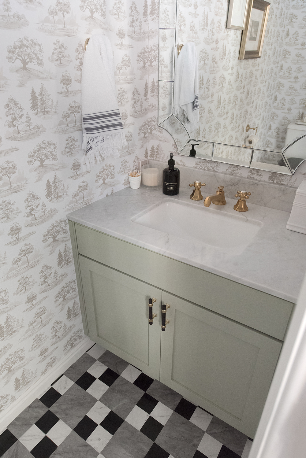 Powder Room Makeover - roomfortuesday.com