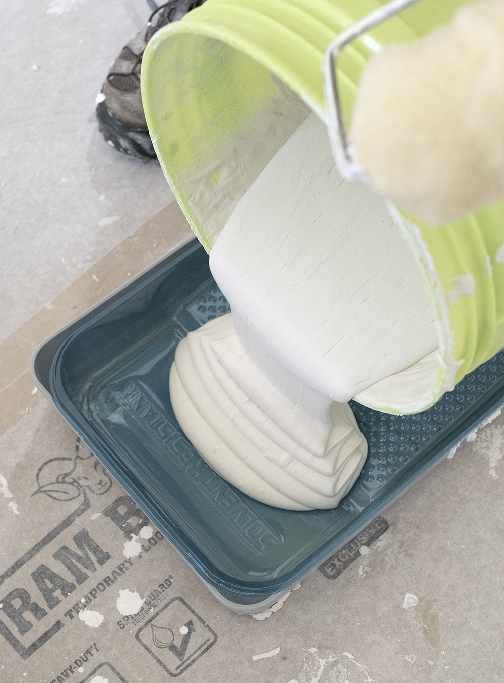 Perfectly Smooth Walls: A Skim Coating Tutorial - roomfortuesday.com