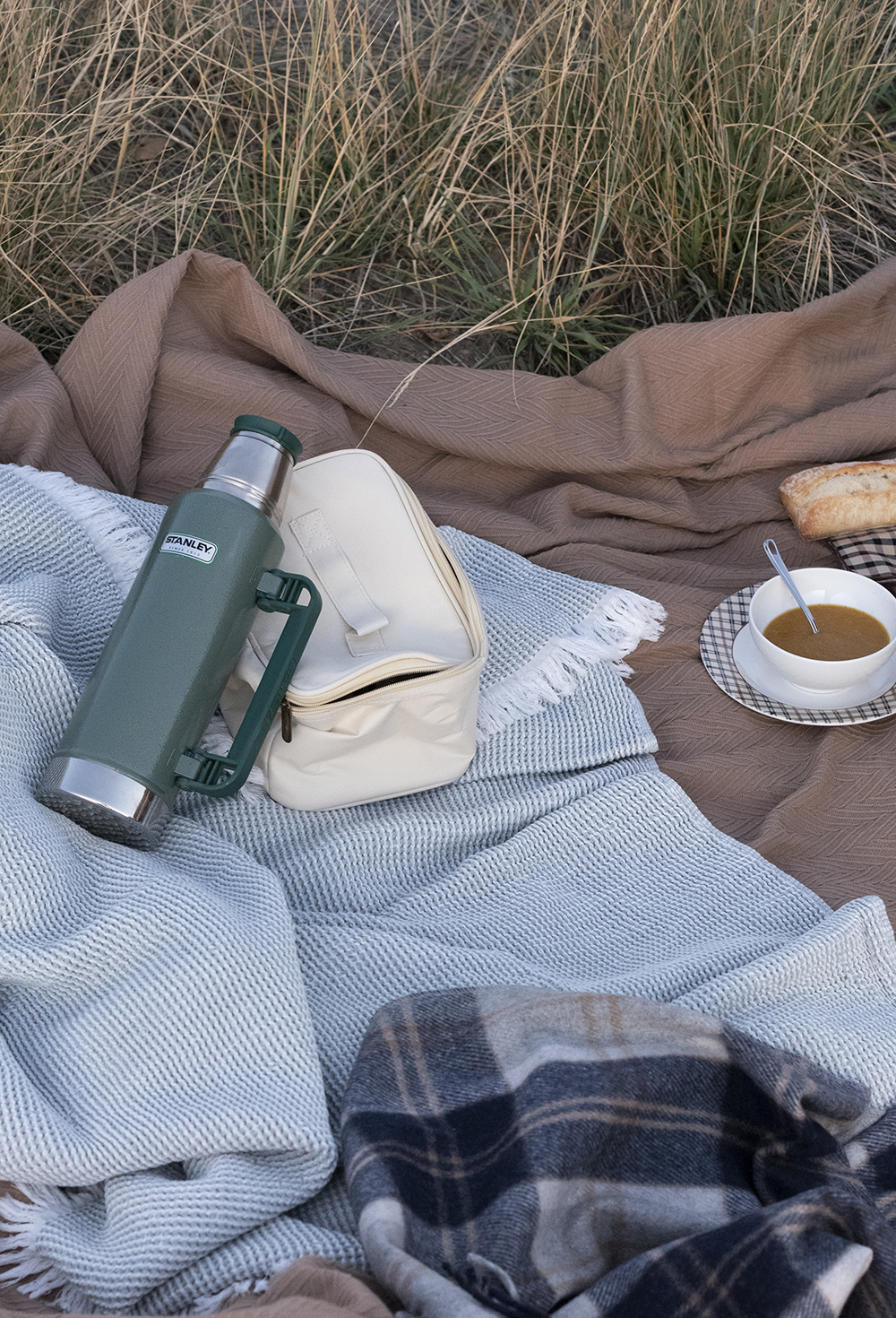 Date Night : Fall Mountain Picnic - roomfortuesday.com