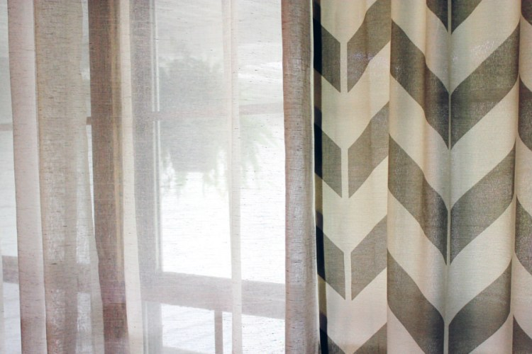 cotton curtain with block pattern