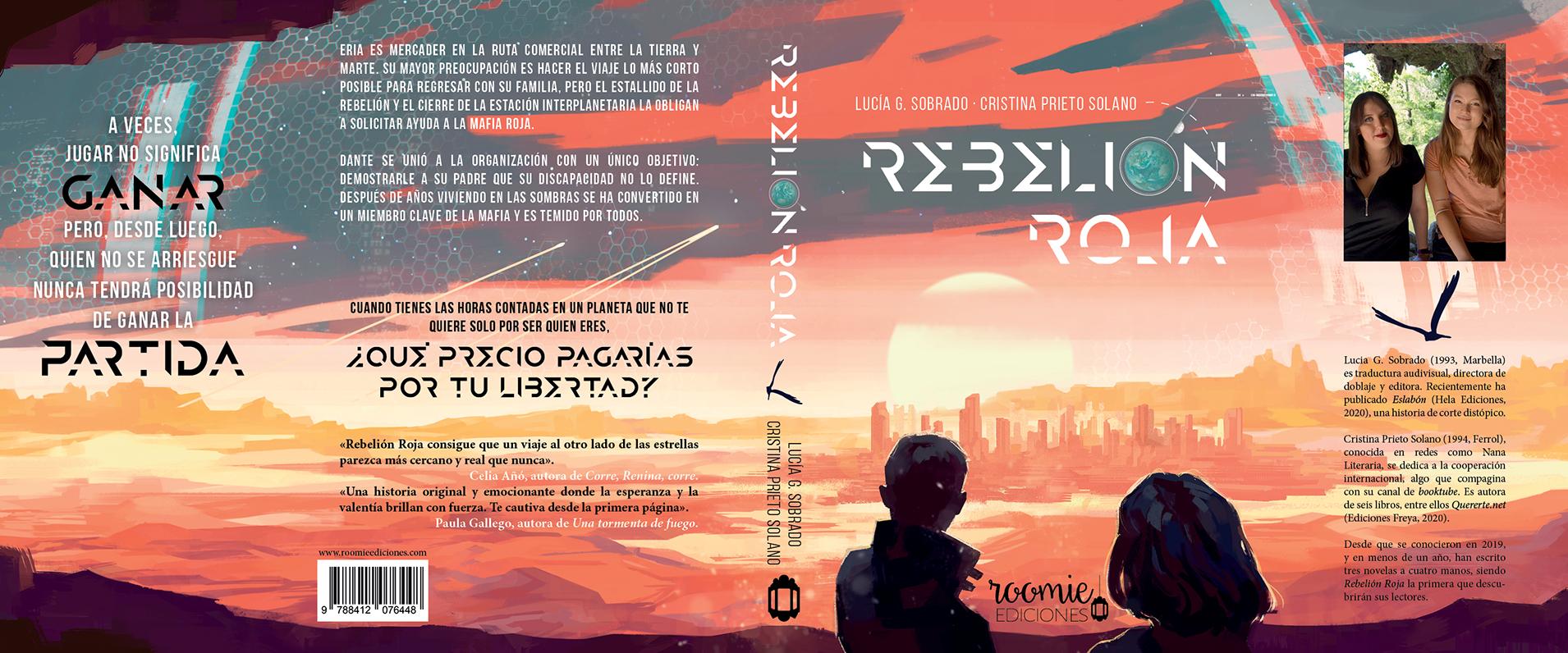 Cubierta completa de Rebelión Roja. Se puede ver el horizonte en un paisaje anaranjado. El sol sale e ilumina la ciudad. En el cielo se lee «Rebelión Roja» entre las nubes, siendo la «o» de «rebelión» una imagen de la Tierra; y la tilde, la luna creciente. Dos figuras (un chico y una chica) contemplan la escena de espaldas al lector.