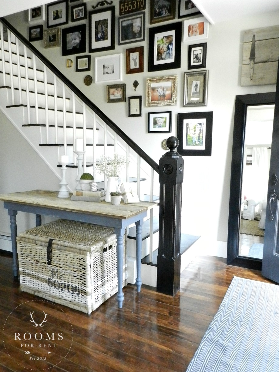gallery_wall_staircase