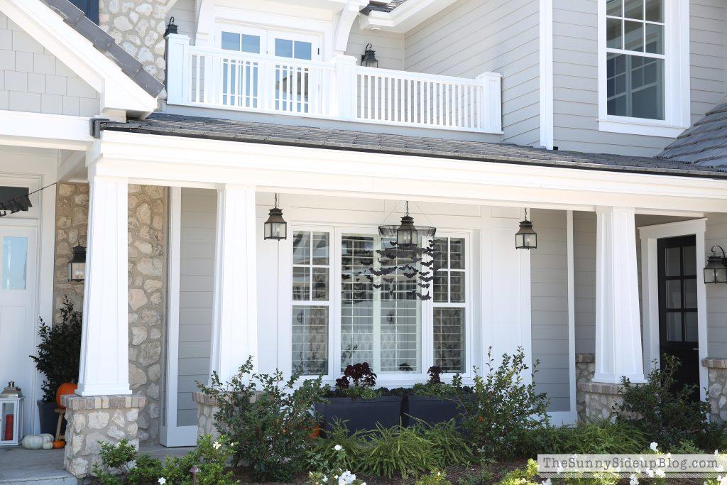 porch-hanging-lanterns