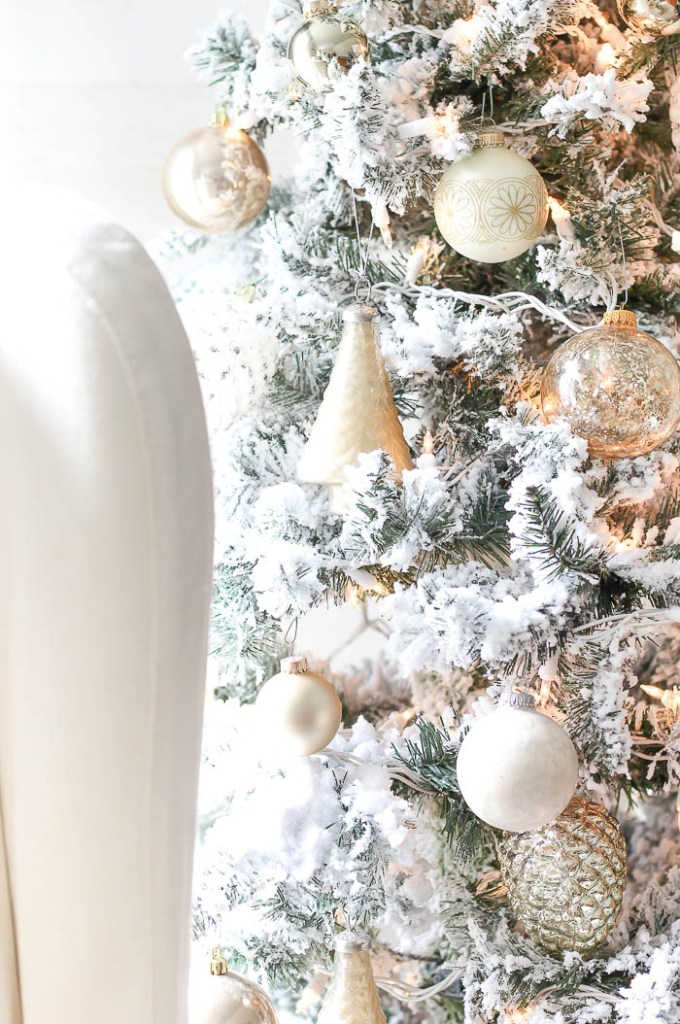 Flocked Christmas Tree | Rooms FOR Rent Blog
