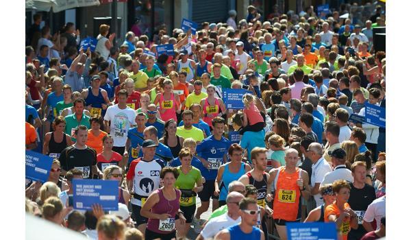 Bovenaanzicht deelnemers halve marathon