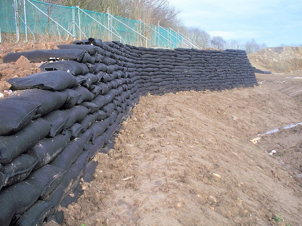 Curved tie-back wall, Kings Business Park