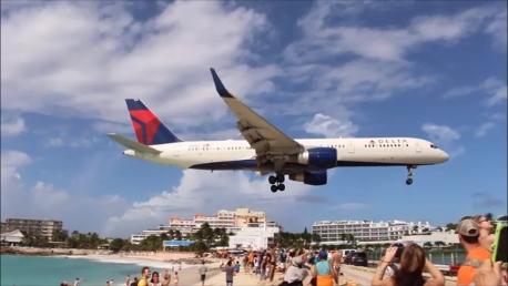 maho-beach-plane