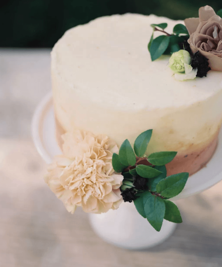Why You Should Add Cake Flowers To Your Wedding Budget