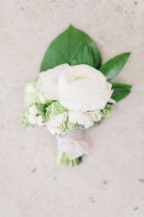 wedding at soserene, soserene wedding, white and blush wedding, boutonniere, groom