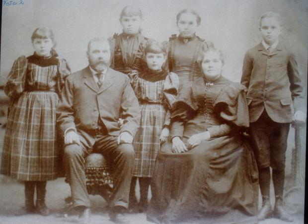 The Noteboom Family, right to left: Johanna (Honey), Walter, Dorothea, Anna, Geraldine (between her parents), Christiane, Walter Jr. From the collection of cousin Johanna, used with her permission