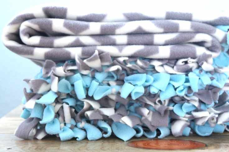 TIED FLEECE BLANKET: A TUTORIAL - A Fresh-Squeezed Life