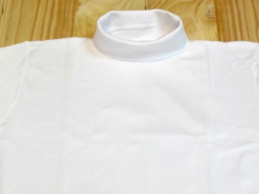 camiseta cuello cisne blanco