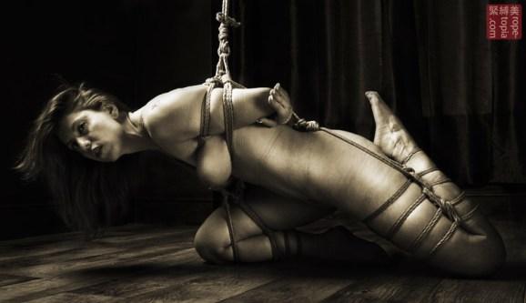Lisa Smiths. Shibari bondage session. Partial torture suspension.