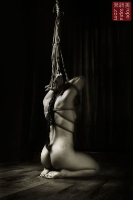 Raremens first shibari bondage experience. Waki Surashi shibari (Exposed underarm tie)