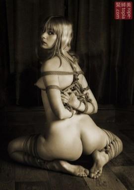 Ruby. Gote shibari. Floor bondage. Futomomo shibari.