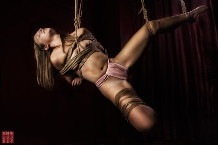Face up shibari suspension futomomo.