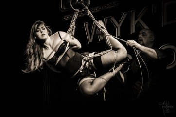 Yoko tsuri suspension in Gasshou gote shibari