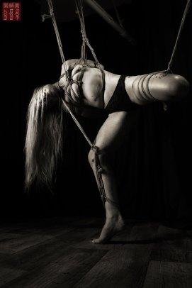 Iongantas. Torturous partial suspension in shibari bondage, takatekote, futomomo, neck rope