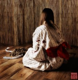Waiting in anticipation of the shibari session to come