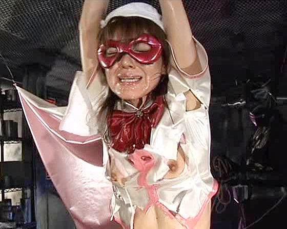若い女体に餓えた敵が美少女ヒロインをボロボロに拷問し悪戯を始める!@spankbang
