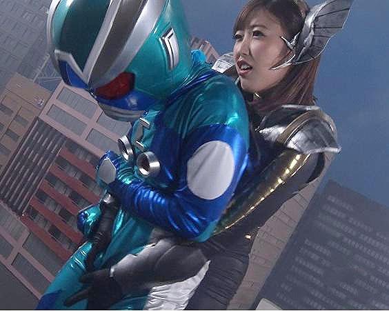 宿敵のヒーローが雌のフェロモンに弱い事が判明し、宇宙怪人は地球人の女と同化しヒーローを強襲!【水野朝陽】@pornhub