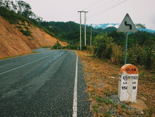 Bécane et Pétrolette #3 : feux de forêts et tempête au Laos du milieu !