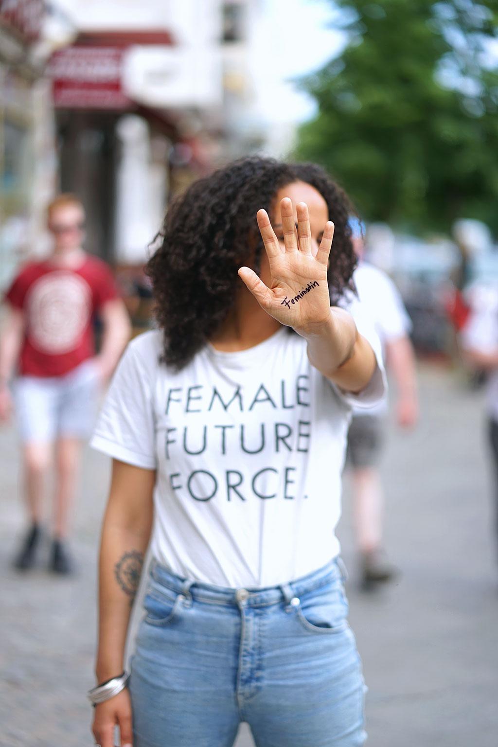 Warum-ist-Feminismus-nur-für-weiße-Frauen-