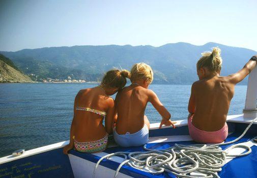 Children in front of Monterosso