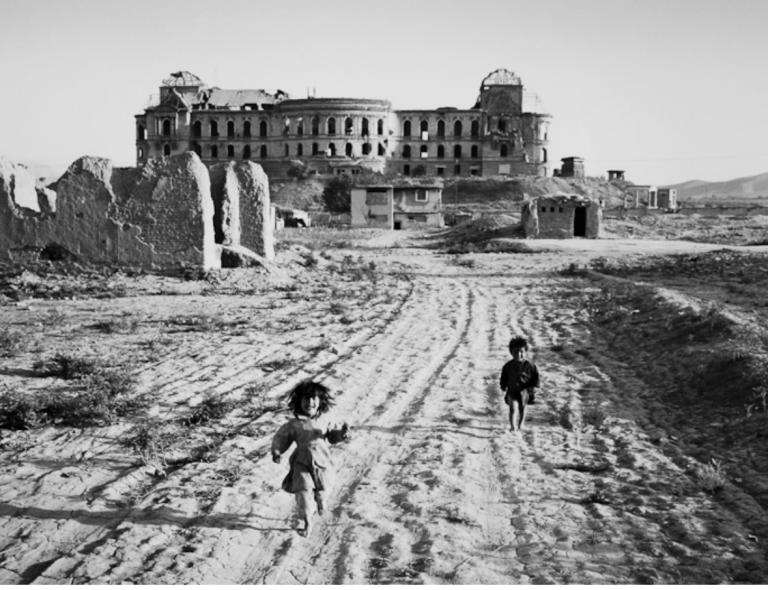 Thomas Stanworth_Children Running Kings Palace Kabul