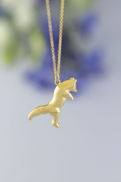 Jumping fox necklace gold